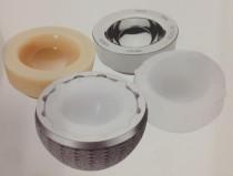 Cotilos con los tres componentes (metal, polietileno y cerámica)